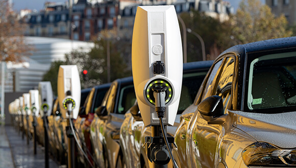 Did you know choosing electric vehicles for your fleet saves money