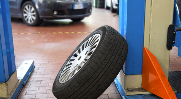 Is a spare tyre better than run-flats?